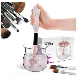 360 Degree Rotating Makeup Brush Cleaner